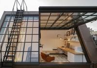 Casa do século 19 com teto solar ganha decoração moderna